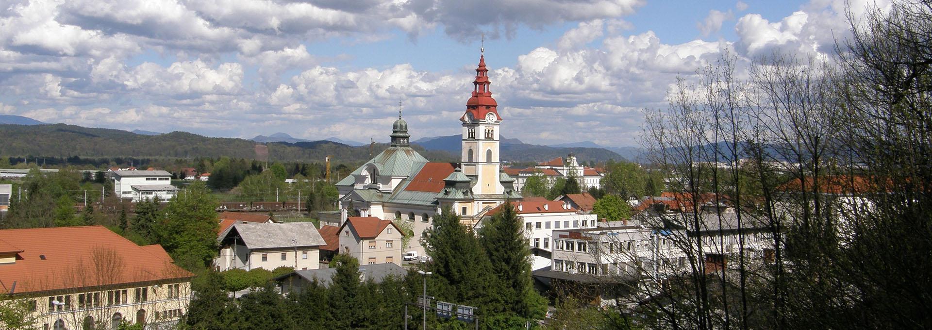 Šentvid z župnijsko cerkvijo svetega Vida - pogled s Šentviškega hriba